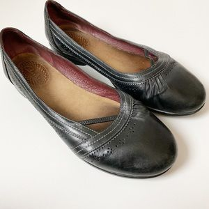 Clarks Collection Black Leather Flats 9.5